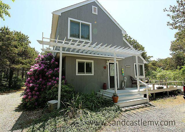 VINEYARD CONTEMPORARY WITH BEAUTIFUL WRAPAROUND DECK - Image 1 - Edgartown - rentals
