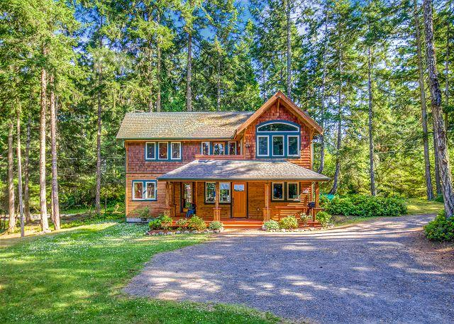 Beautifully finished Fish Hook Lake House near Lakedale Resort! - Image 1 - Friday Harbor - rentals