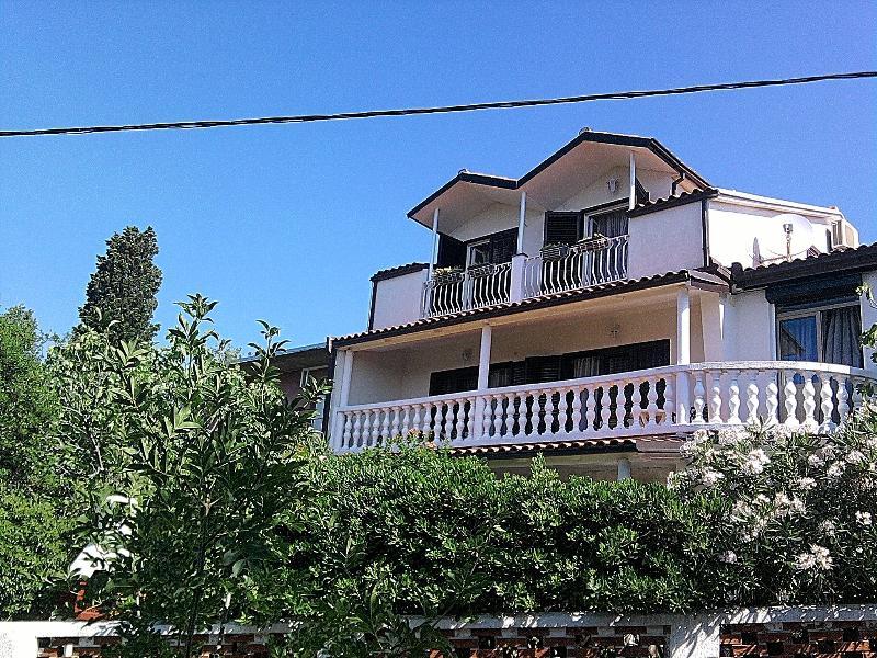 house front - HOLIDAY HOUSE FOR 10, in Novi Vinodolski - Novi Vinodolski - rentals