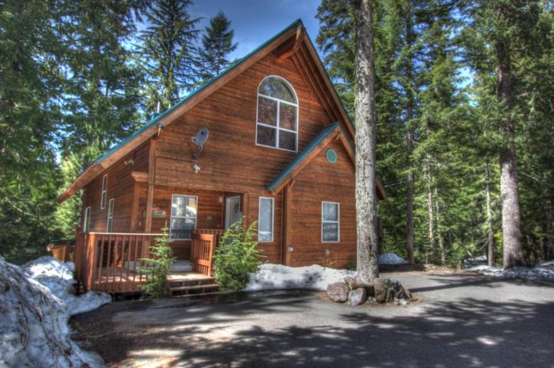 Home w/ mountain views, chef's kitchen, private hot tub! - Image 1 - Government Camp - rentals