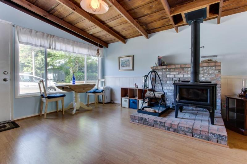 Dog-friendly cottage w/ close beach access, fireplace, and private hot tub! - Image 1 - Rockaway Beach - rentals