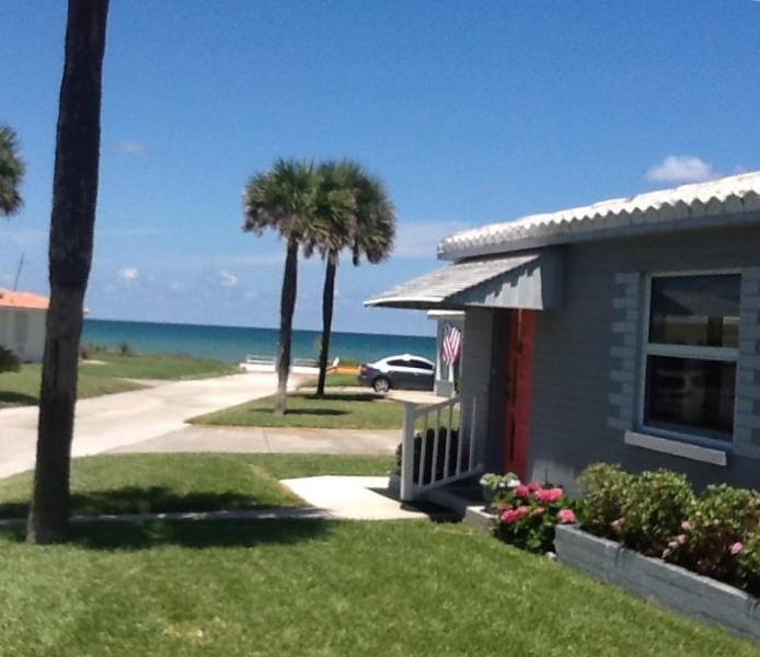 Charming Florida bungalow w ocean view and the beach a few short steps away! - Oceanfront Pet-friendly Cottage - Ormond Beach - rentals