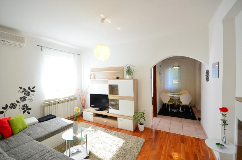 Living room and the dining area - Lisinski - Zagreb - rentals
