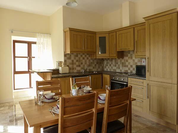 ABBEY VIEW 2, pet-friendly, first floor apartment, Abbey views, town location, Boyle, Ref. 922827 - Image 1 - Boyle - rentals