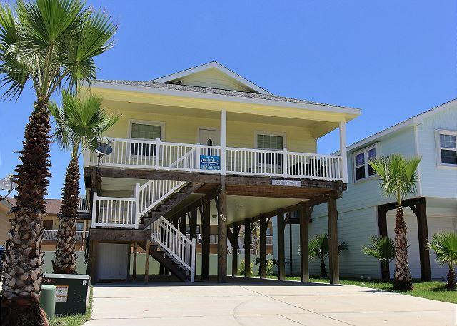 Welcome to Pop-A-Top - Pop-A-Top is locted near the beach, Community Pool, Sleeps 8 - Port Aransas - rentals