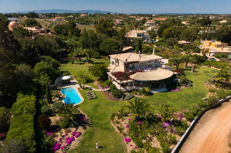 Vivenda Jacaranda - 3 bedrooms, Idyllic setting with beautiful mature gardens and great views - Image 1 - Lagoa - rentals