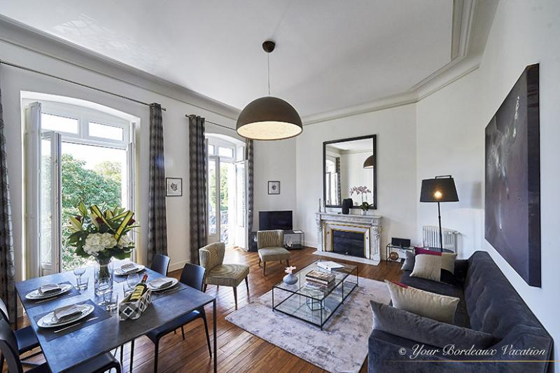 Magnificent Jardin Public 2 Bedroom - Image 1 - Bordeaux - rentals