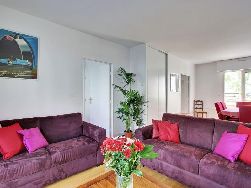 Salon Sitting area - Quai Valmy 1 Bedroom Apartment Rental - Paris - rentals