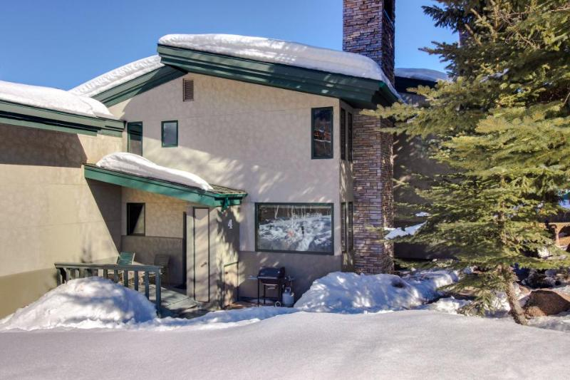 Lovely condo steps from Base Village w/shared hot tub, pool! - Image 1 - Snowmass Village - rentals