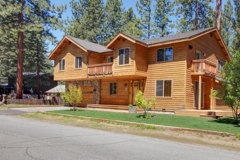 New furnishings, private hot tub, fireplace, & room for the whole family! - Image 1 - South Lake Tahoe - rentals