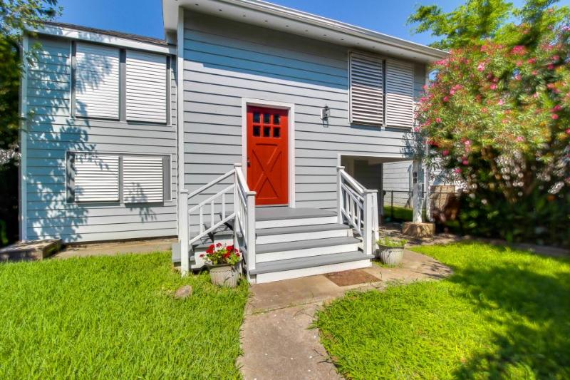 Remodeled, dog-friendly house in quiet Galveston neighborhood - Image 1 - Galveston Island - rentals