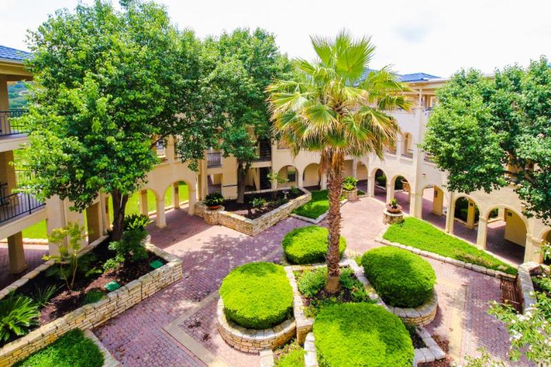 Gorgeous dog-friendly lakefront condo w/ views & shared pools and hot tubs! - Image 1 - Lago Vista - rentals