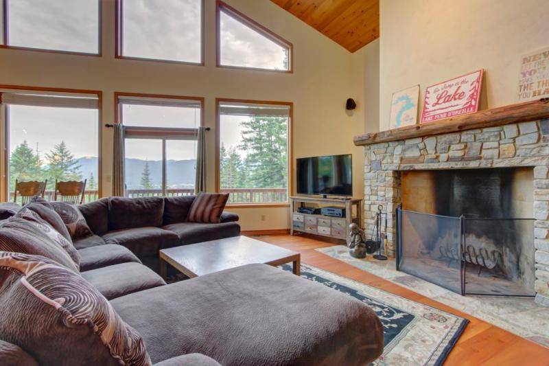 Gorgeous modern home with expansive deck and mountain views - Image 1 - Sagle - rentals