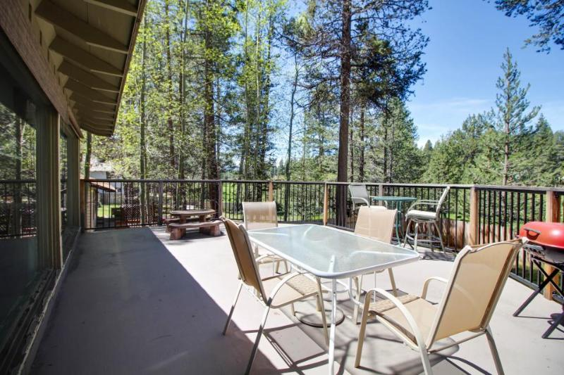 Spacious family home on the fairway w/game room, tree-lined views! - Image 1 - South Lake Tahoe - rentals