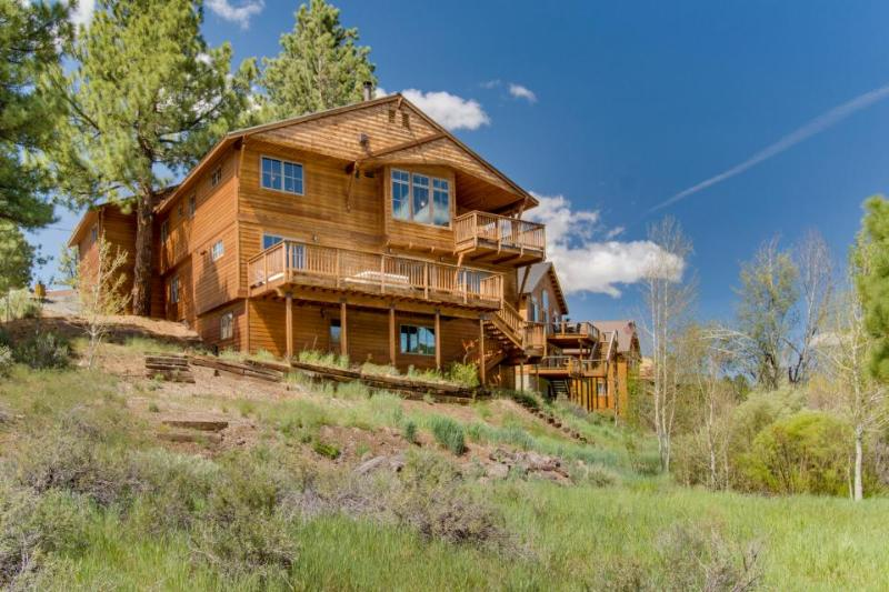 Spacious home overlooking pond, with a private hot tub! - Image 1 - Truckee - rentals