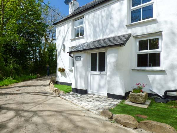 COB COTTAGE, open plan, woodburner, garden, pet-friendly, WiFi, nr St Columb Major, Ref 11269 - Image 1 - Saint Columb Major - rentals