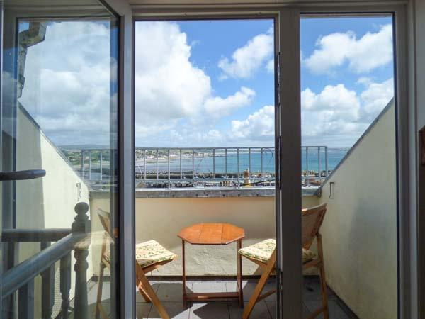 KITTIWAKE, sea views, WiFi, off road parking for 1, Sky Sports, petas welcome, Newlyn, Ref. 925109 - Image 1 - Newlyn - rentals