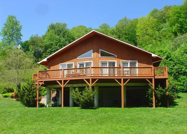 """Arrive to total bliss at this riverfront cabin! - """"RIVER HAVEN""""  Riverfront W/Hot Tub & WiFi - LOW MAY RATES! - Fleetwood - rentals"""