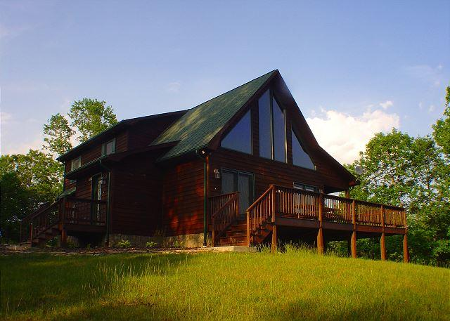 Wonderful private setting offering long range moutain views. - Log Home W/Outdoor Fireplace, Wraparound Deck, WiFi. Lower Summer Rates Avail - Piney Creek - rentals