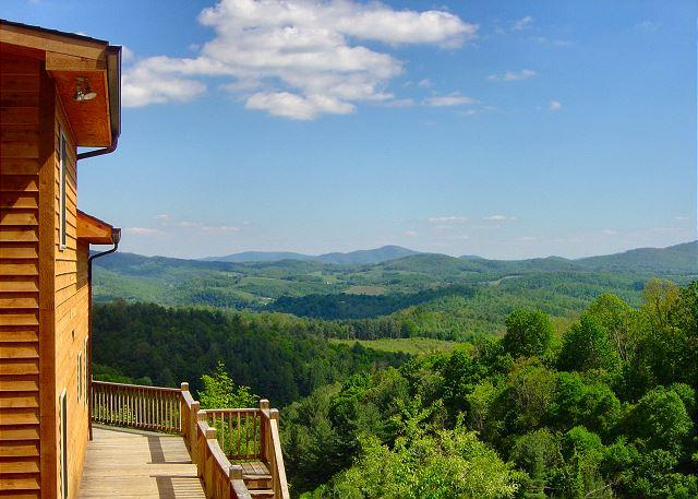 "A Dream View offers long range mountain views. - ""A DREAM VIEW"" See Forever! WIFI, Pool Table - Memorial Day Weekend Available - Grassy Creek - rentals"