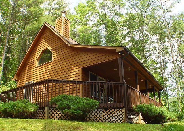 "Enjoy the Carolina Mountain air on the covered porch. - ""SPRUCE RIDGE"" Comfy cabin with fireplace- Memorial Day Weekend Available! - Fleetwood - rentals"
