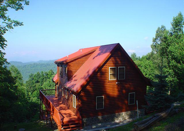 """Enjoy Carolina blue skies in the summertime. - """"GLORY DEFINED"""" High Atop A Mountain With Hot Tub, WiFi & Foosball Table! - Grassy Creek - rentals"""
