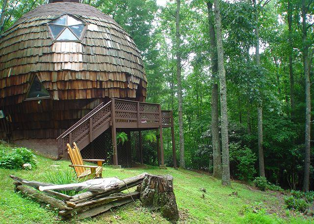 """""""UNFORGETTABLE"""" Geodesic Dome On 40 Private Acres W/Bubbling Hot Tub & Pond! - Image 1 - Grassy Creek - rentals"""