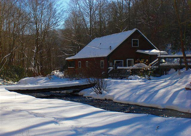 Large Cabin On Creek with Hot Tub, WiFi & Air Hockey! MLK Weekend Available! - Image 1 - Todd - rentals