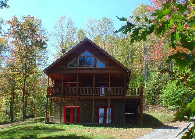 Quiet Splendor offers total privacy. - Log Home w/Hot Tub, Mtn Views, Fire Pit, WiFi! Lower Summer Rates! - Lansing - rentals