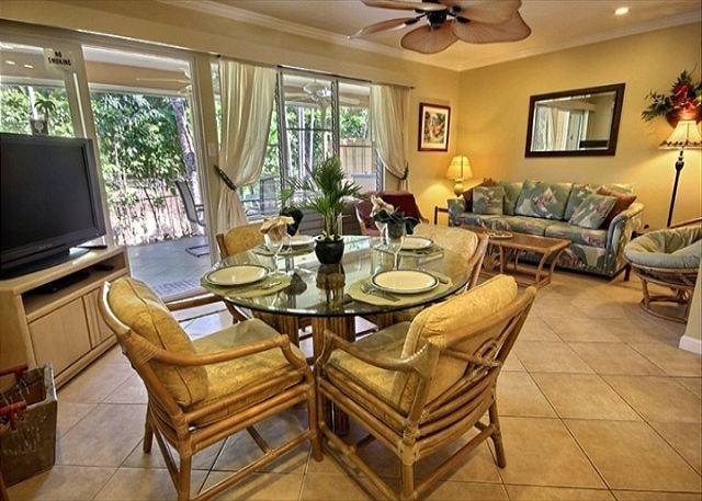 Living Room with fold-out couch - Lovely Garden View Home.  Three minute stroll to the beach! - Lahaina - rentals