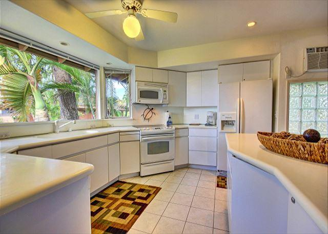 Kitchen - 57-1 Private townhome with both ocean and garden views near Old Lahaina town - Lahaina - rentals