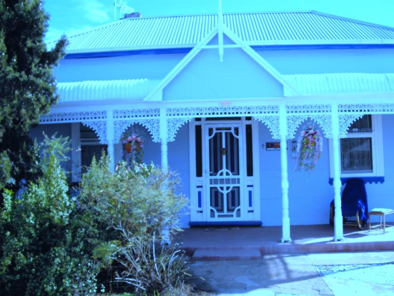 ELLA'S PLACE - Charming, newly restored and historical Circa 1901 - ELLA'S PLACE - A HISTORICAL, QUIET, NEWLY RESTORED - Broken Hill - rentals