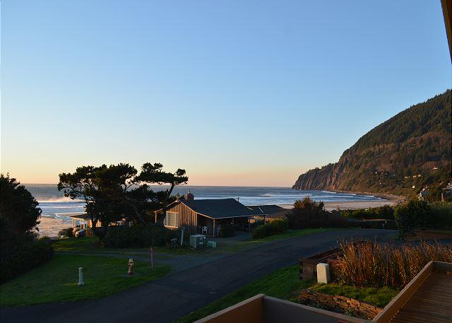 View - AVALON- SPECTACULAR PANORAMIC OCEAN & NEAHKAHNIE MOUNTAIN VIEWS!! - Nehalem - rentals