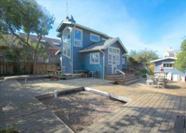 Charming beach cottage w/ views of the ocean from the second story - Image 1 - Stinson Beach - rentals