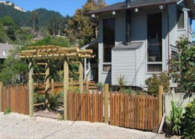 Two story beach cottage with private yard and hot tub - Image 1 - Stinson Beach - rentals