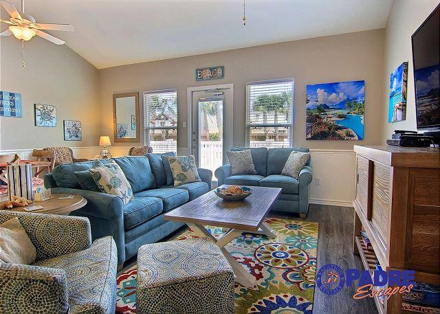 Living area - Gorgeous poolside property with a heated pool. - Corpus Christi - rentals