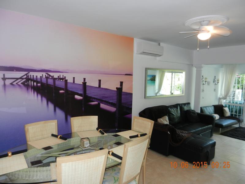 Large Spacious Open PLan Lounge and Dining Area. - Puerto Banus.Modern,2 bed,Spacious,Large Terrace. - Puerto José Banús - rentals