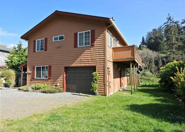 Elk Creek (front) - ELK CREEK~View of wildlife from the house, beaver pond and hot tub! - Manzanita - rentals