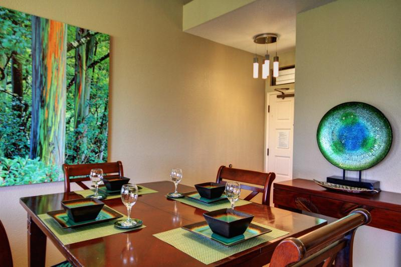 Lovely Large Scale Artwork and Art Pieces make this the perfect modern retreat! - Ocean and Golf Course View Modern One Bedroom - Wailea - rentals