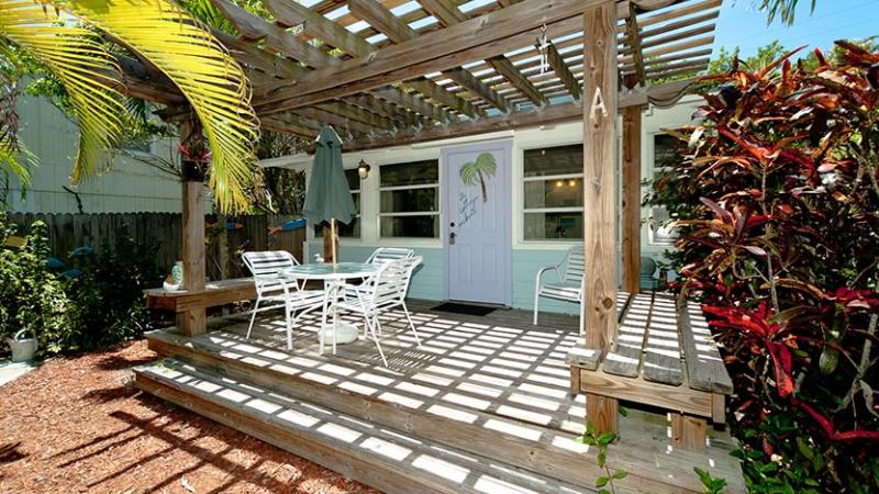 Welcome to Enchanted Cottage! - Enchanted Cottage: 2BR Pet-Friendly Cottage - Anna Maria - rentals