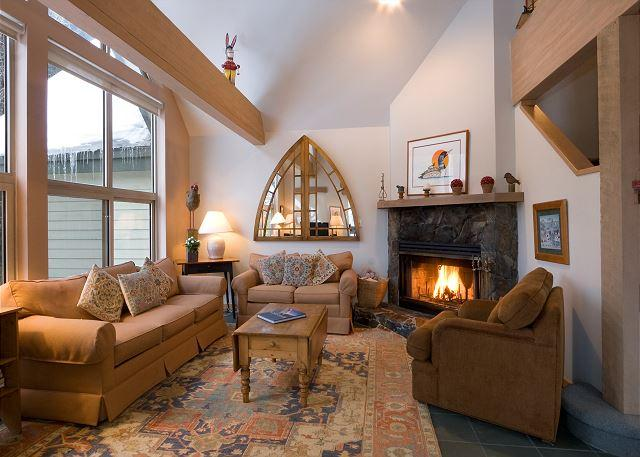 Spacious Living Area with Fireplace and Vaulted Ceilings - Snowgoose 11 | Ski Home Access, Vaulted Ceiling, Secure Parking, Fireplace - Whistler - rentals