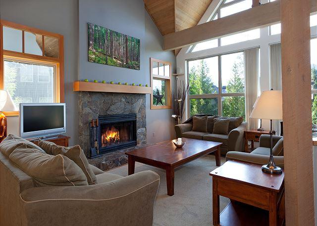 Spacious Living Room with Fireplace and Flat Screen TV - Snowgoose 18 | Whistler Platinum | Townhome, Mountain Views, Private Hot Tub - Whistler - rentals