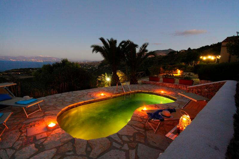 Pool in the evening - Marvelous Villa with unforgettable view and pool - Scopello - rentals