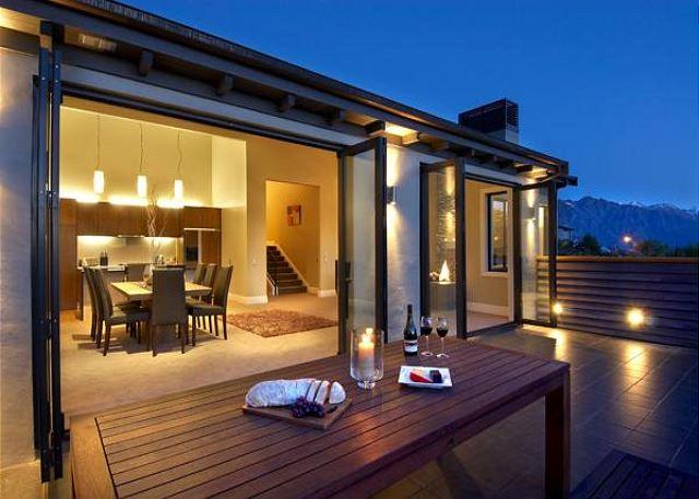 Elegant, well appointed modern holiday home close to downtown Queenstown - Image 1 - Queenstown - rentals