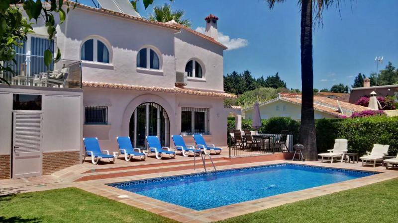 Pool and Garden area - Lovely 4 bed Villa- Tres Palmeras - Puerto Banus - Marbella - rentals