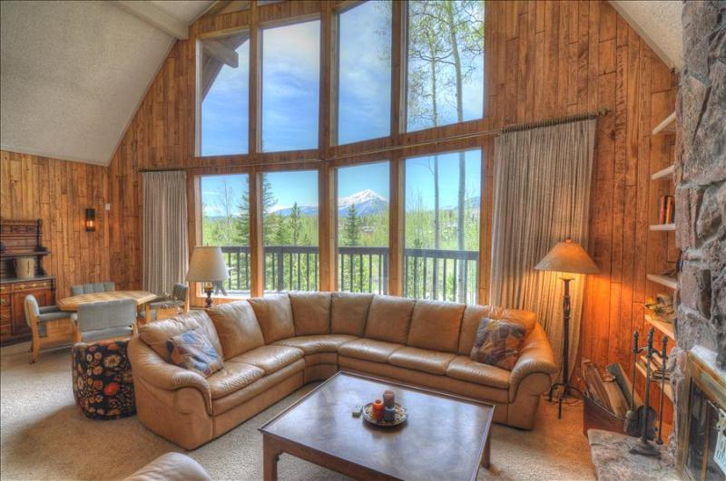 WILDFLOWERS CHALET: 3 Bed/2.5 Bath Home, Mountain Views, World Class Skiing Nearby, W/D, Indoor HT - Image 1 - Silverthorne - rentals