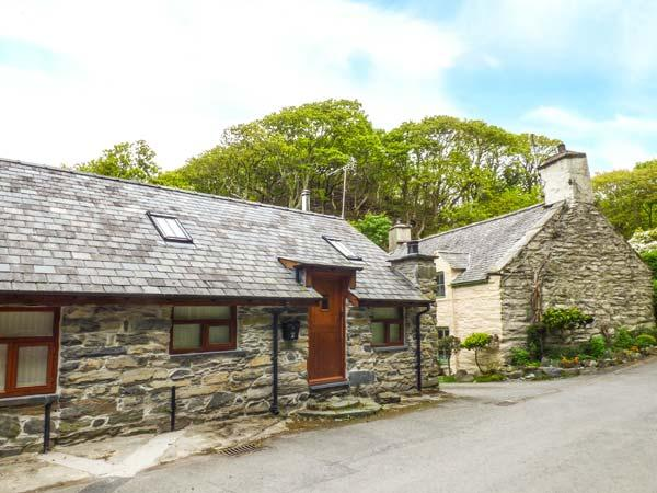 HENDOLL COTTAGE 1 upside down accommodation, woodburner, WiFi in Fairbourne Ref - Image 1 - Fairbourne - rentals