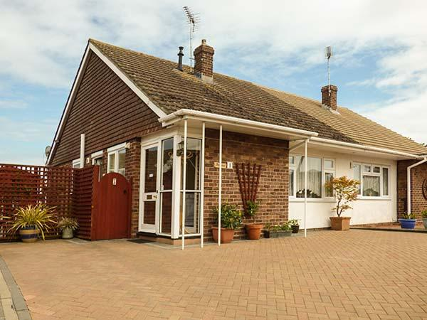DRIFTWOOD all ground floor, WiFi, family-friendly, near to beach in Clacton-on-Sea Ref 919218 - Image 1 - Clacton-on-Sea - rentals