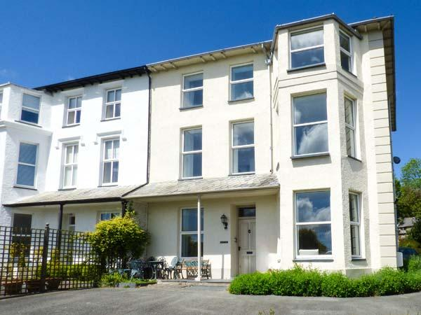 GREYSTOKE, semi-detached Victorian villa with original period features, WiFi, woodburner, beach 5 mins walk in Criccieth, Ref 925166 - Image 1 - Criccieth - rentals