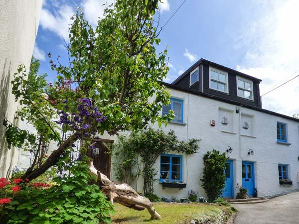 SEACOMBE COTTAGE, pet-friendly beach cottage, quality accommodation, close pub and coast path, Combe Martin Ref 922579 - Image 1 - Combe Martin - rentals